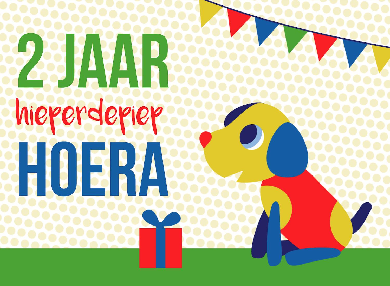Verjaardagskaart uitnodiging Kaartenhuis met hondje